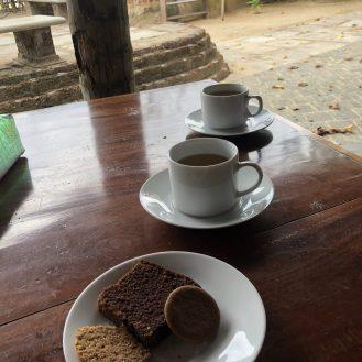 Tee und Snacks am Nachmittag