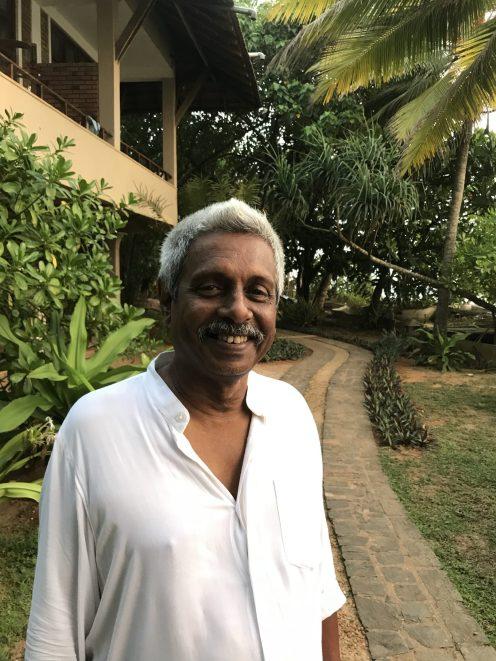 Mr. Rodrigo, Besitzer der Barberyn Ayurveda Resorts, medizinischer Leiter und Gründer der Sudanha Sahana Stiftung