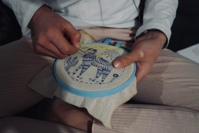 Mon petit kit de broderie Mon lama, Éditions Usborne