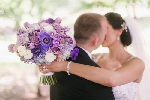 natasha-johnny-bridal-bouquet-with-a-kiss-wedding-flowers-by-jenny-thomasson-aifd-pfci-stems-florist-st-louis