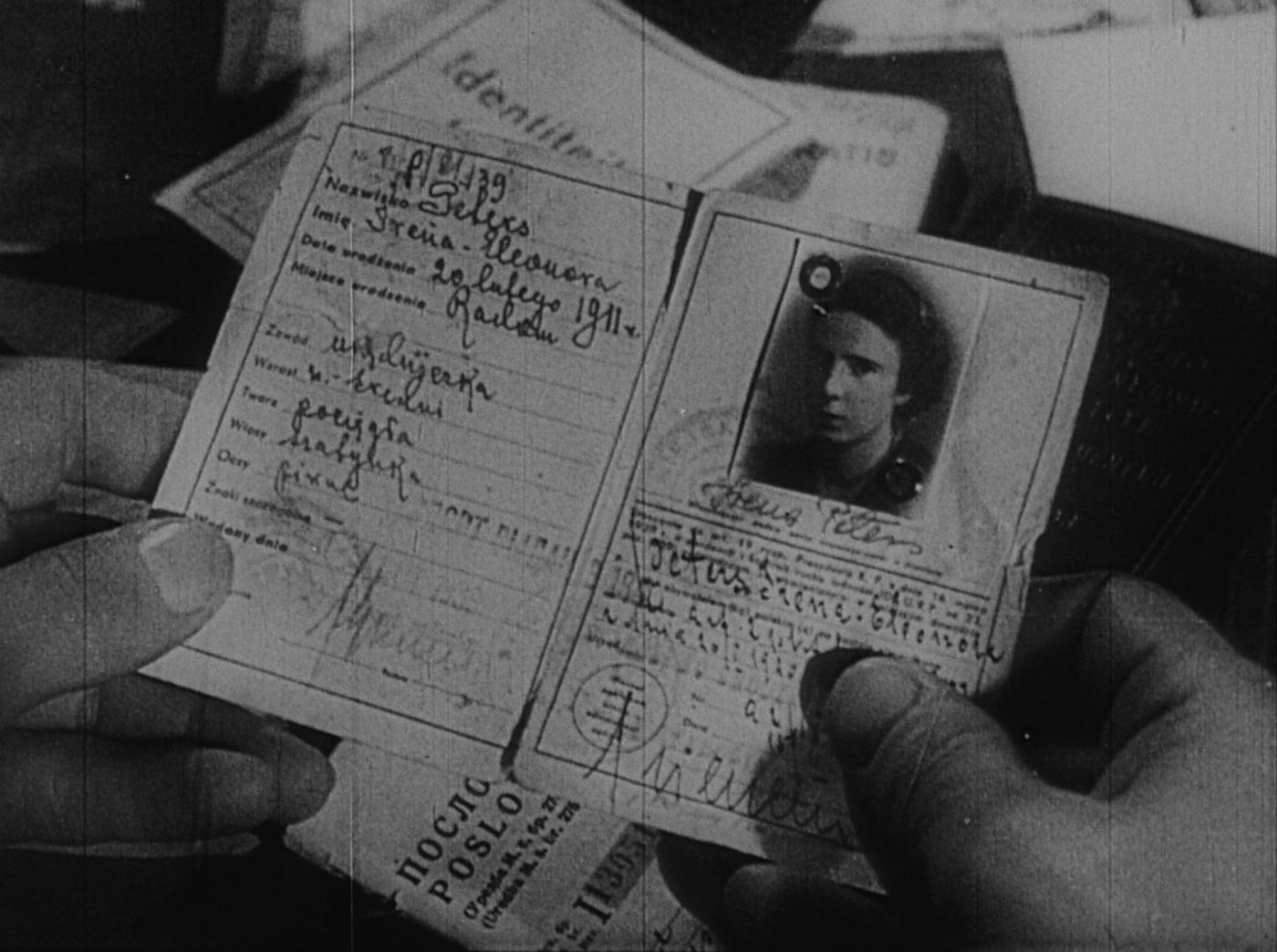Passeport d'une femme juive assassinée dans le camp de concentration de Majdanek