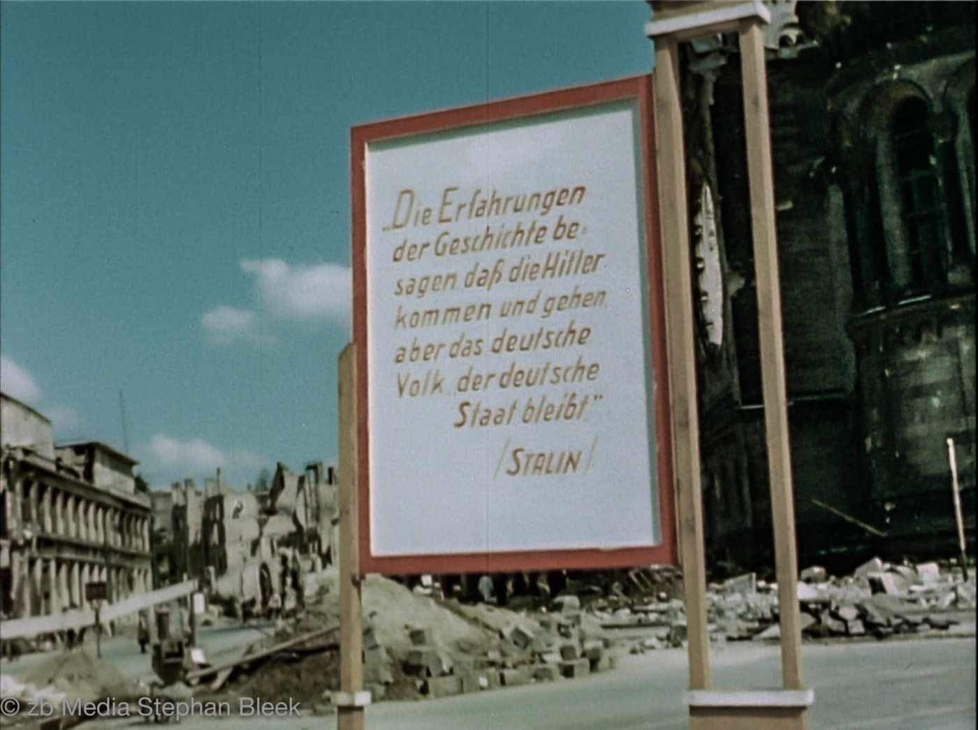 Stalinplakat in Berlin 1945