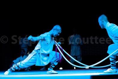 Des moines Shaolin qui repoussent les limites de la resistance