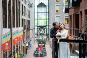Mariage intime dans le Vieux-Port de Montréal sur un bateau-mouche.