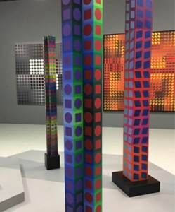 Colonne Oeuvre Vasarely Exposition