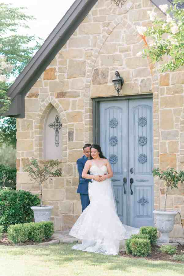 Thistlewood manor & gardens wedding bride and groom poses