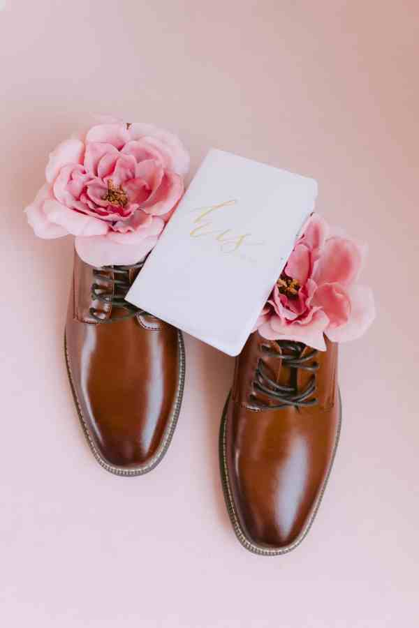 grooms shoes at Thistlewood manor & gardens wedding
