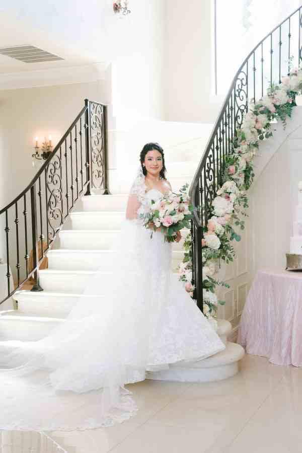 Bridal poses Thistlewood manor & gardens wedding