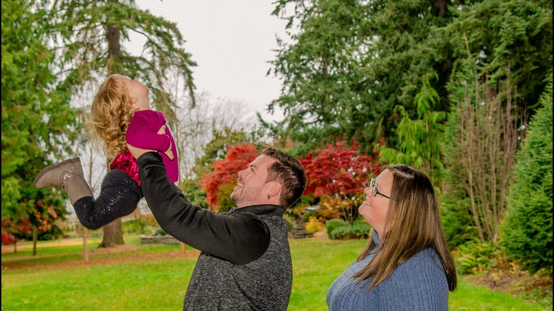 Rainy Day Family Session | Evergreen Arboretum & Gardens | Everett Family Portrait Photographer