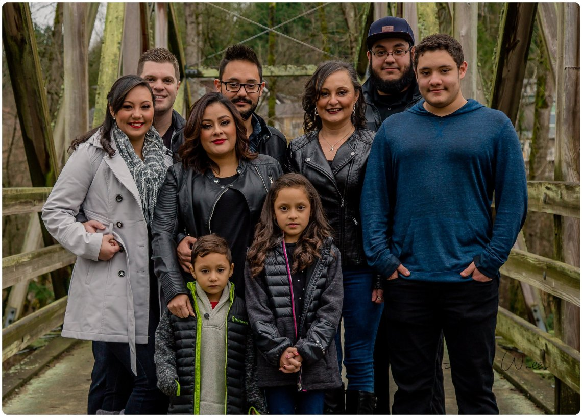 Chinchilla Family 004 1 Everett Wedding Photographer | Bothell Landing Park Extended Family Session | Bothell Family Photographer