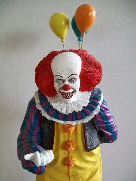 Картинка с клоуном с надписью, надписью