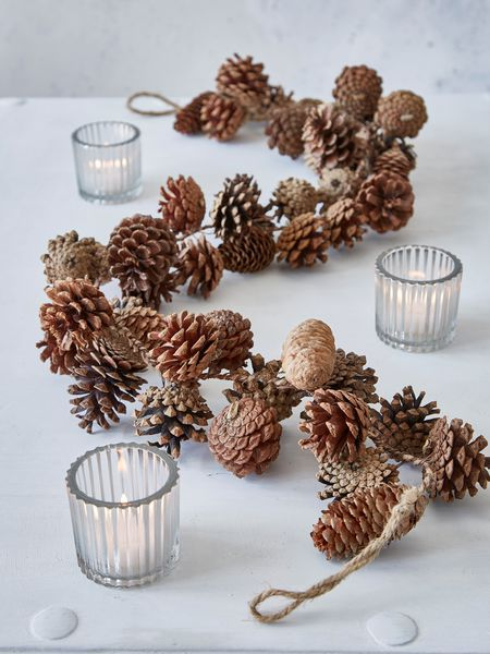 pinecone-garland