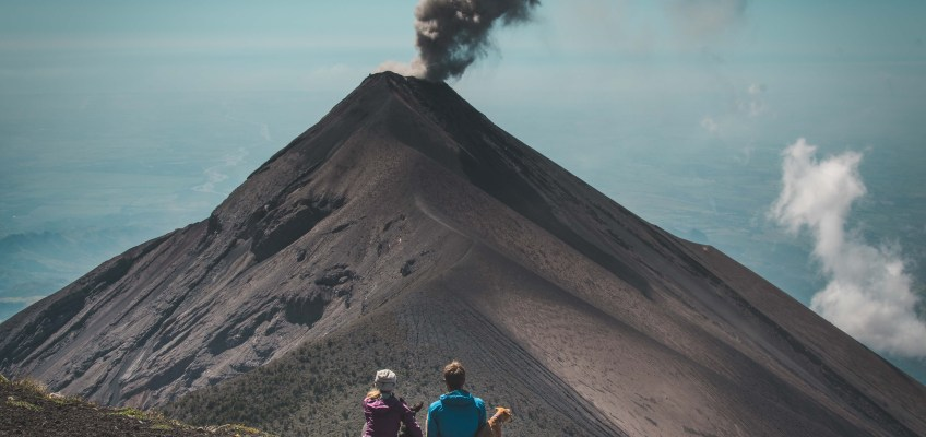 Hiking Acatenango volcano in Guatemala with dogs – video