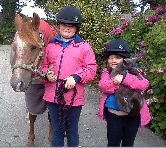 Lauren-Emily-girls-with-horse-and-cat