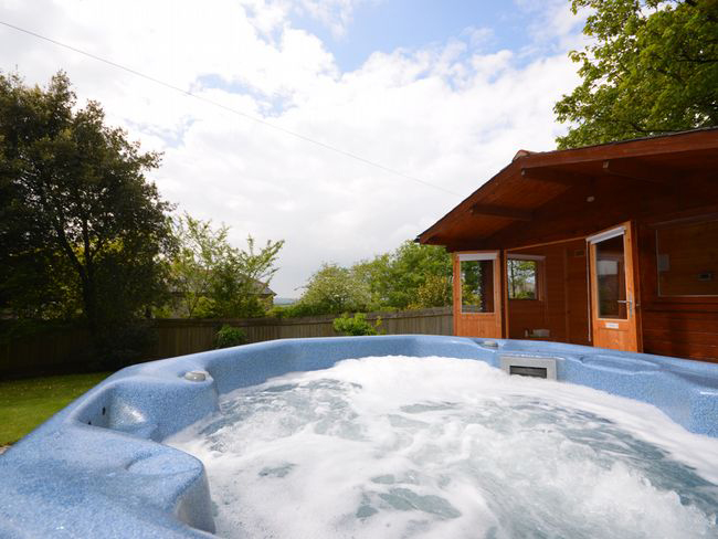 hot-tub-at-goose-cottage