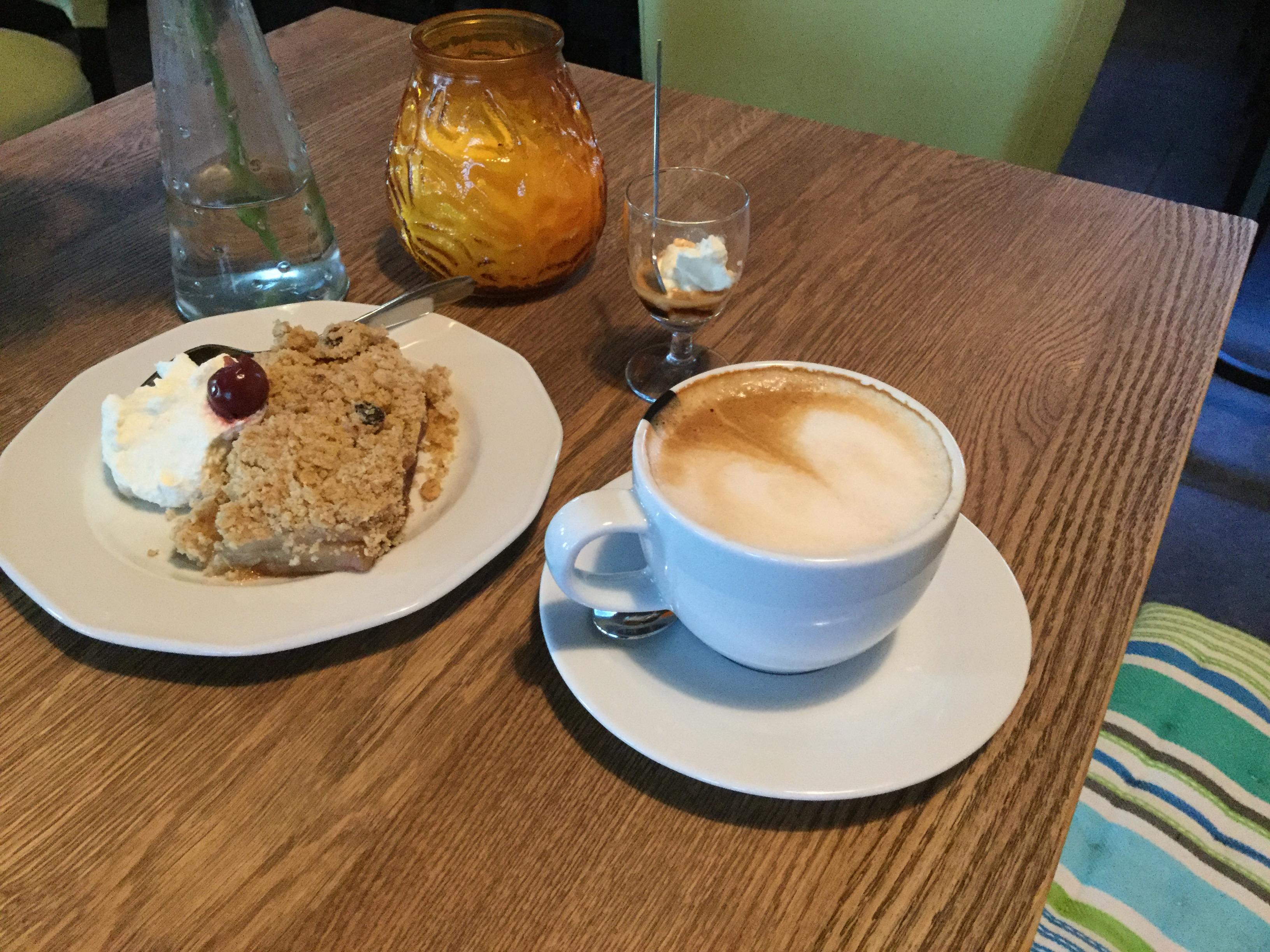 Koffie met zelfgemaakt gebak
