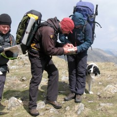 Ric now shows Jackey where to navigate to, watched by Sam.