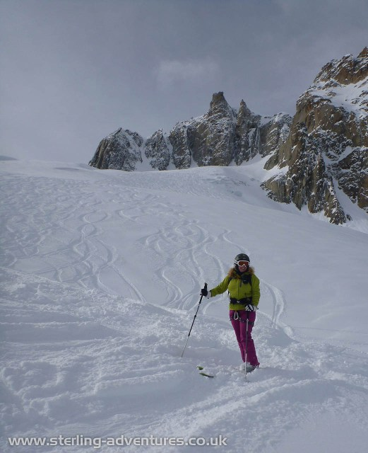 Rebecca enjoying the powder in the Vallée Blanche