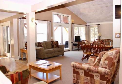 Mansfield House open living area | Sterling Ridge Resort