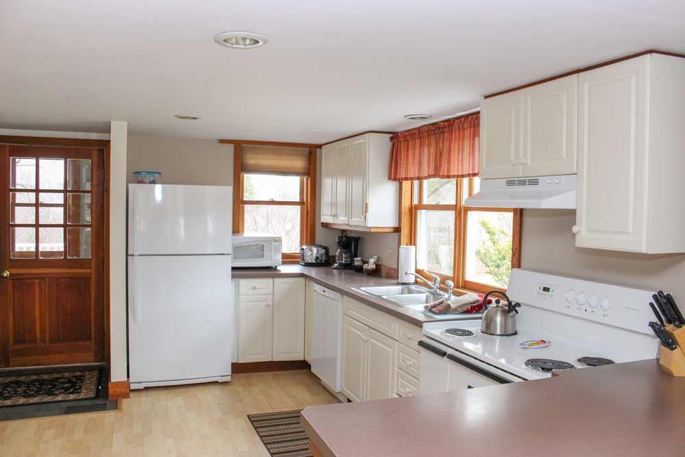 Pond House kitchen | Sterling Ridge Resort