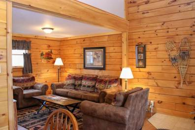 Wilderness Cabin living room | Sterling Ridge Resort