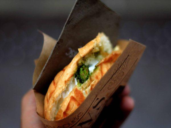 Sandwichtoaster sind nicht nur für klassische Sandwiches geeignet, sondern laden zum Experimentieren ein. (Bildquelle: unsplash.com / Lluís Domingo)