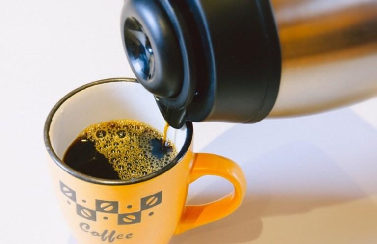 Kaffeemaschine mit Mahlwerk und Thermoskanne-1