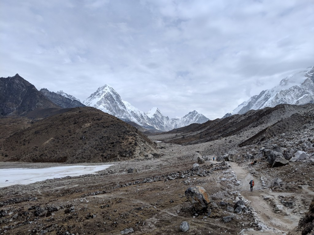 Continuing along the trail towards Lobuche