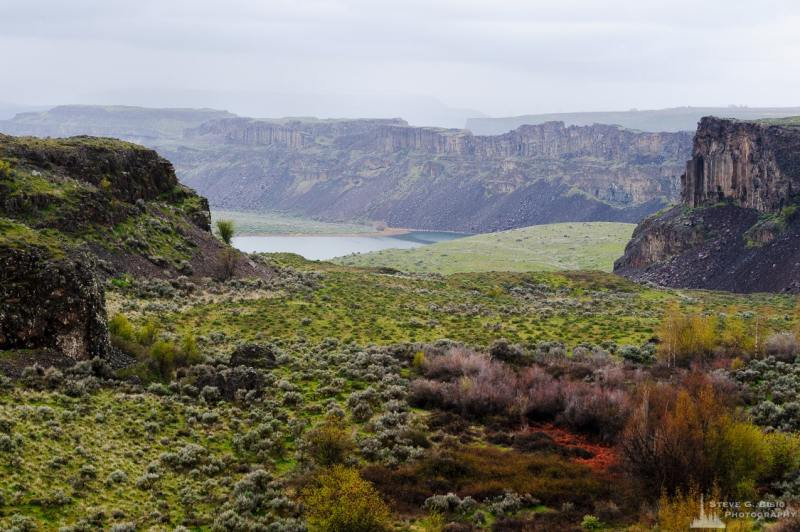 A landscape photograph of the Dusty Lake arm of the Potholes Coulee in the Quincy Lakes Unit of the Columbia Basin Wildlife Area in Grant County, Washington.