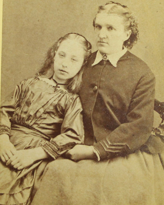 and now some photos that are all said to be post-mortem portraits   Post Mortem Photography Gallery