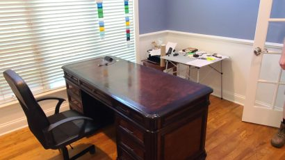Formal, Traditional Style Executives Desk