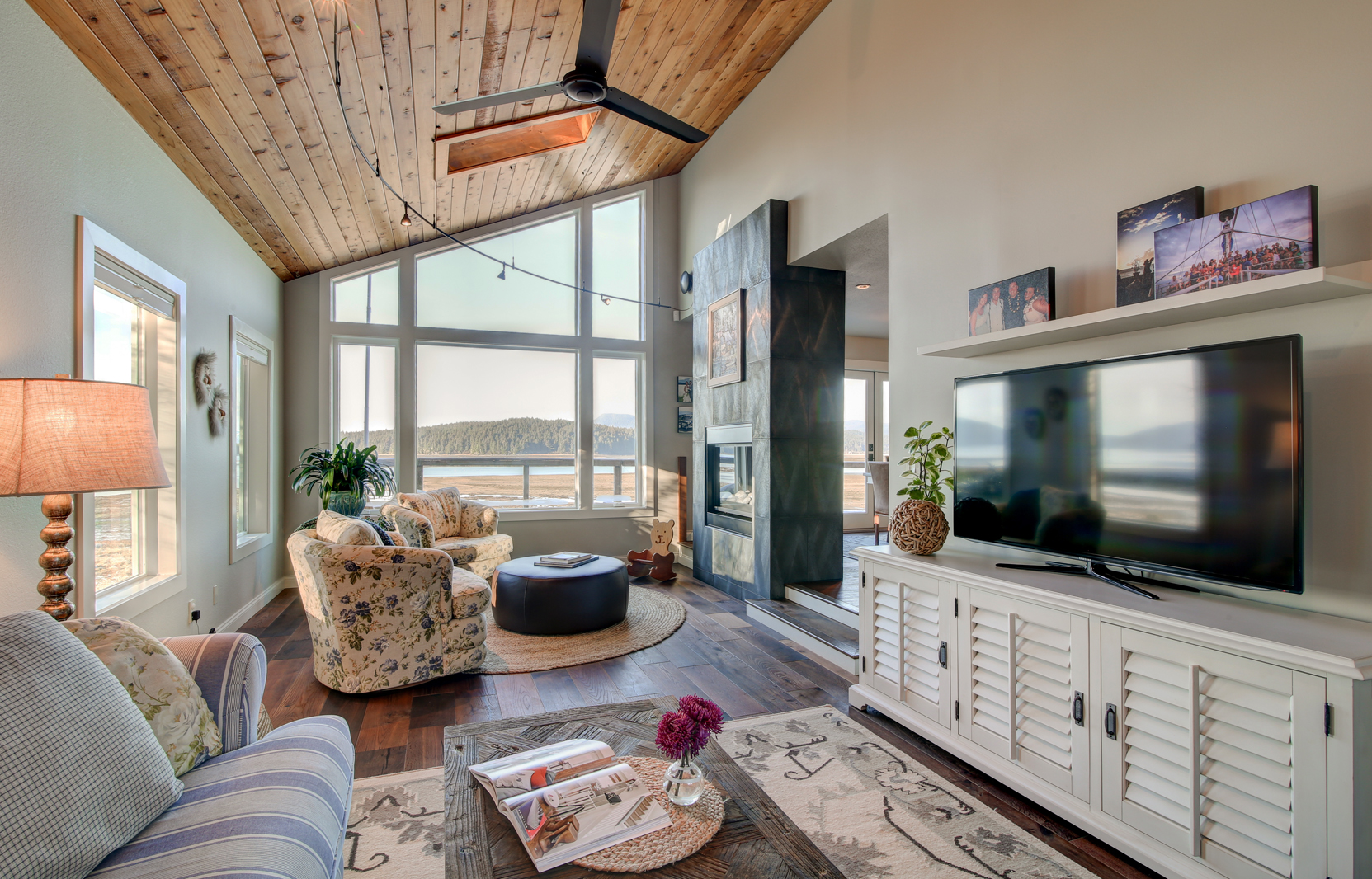 25 Phenomenal Industrial Style Living Room Designs With