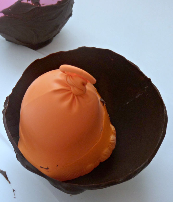 pop the balloons to free from frozen chocolate to form a bowl