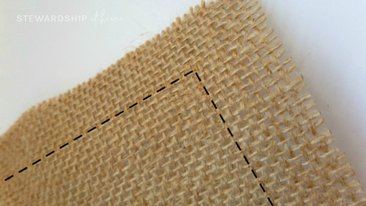 mark one inch border around burlap and ribbon placemat