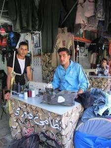 reparation-des-sacoches-chez-le-couturie-cordonnier-marivan-kurdistan