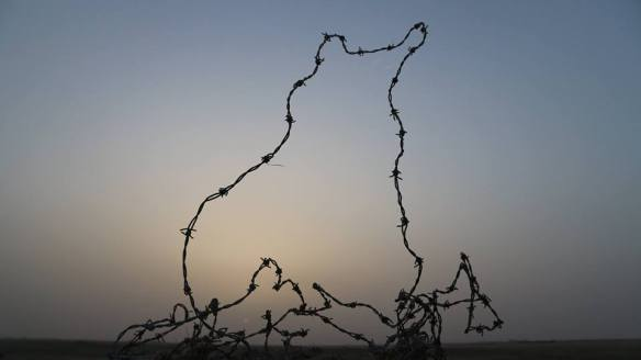 Stewart Innes 20190100 Kuwait Bahran search for ancient city barbed wire fb