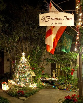 Christmas tree and decorations in St Francis Inn's courtyard