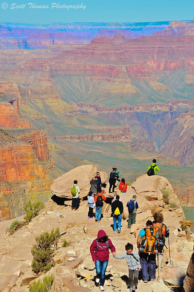 People at Ooh Aah Point on the South Kaibab Trail in the Grand Canyon National Park in Arizona.