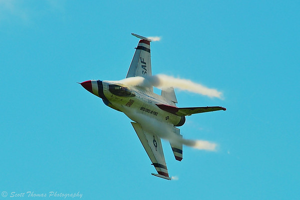 An F-16 Thunderbird jet making a High-G turn during the Kwik Fill Rochester International Airshow in Rochester, New York on Sunday, August 17, 2014.
