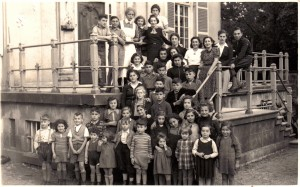 The refugee children at Huis ten Vijver, courtesy of George Tscherny Picture taken by fotogr. atelier J. Matz, Badhuisstraat 101a, Scheveningen in October 1939