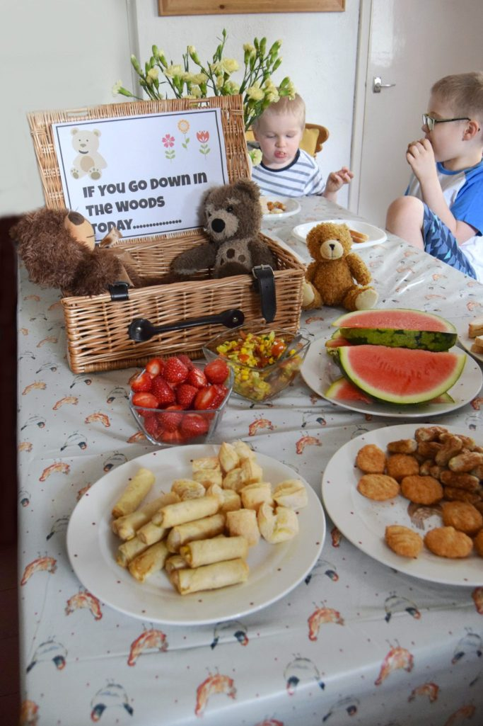 Kids mealtimes ideas. A teddy bears picnic party for kids.