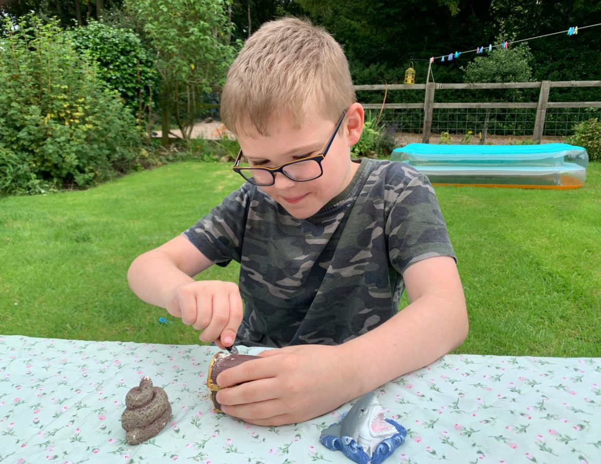 National Geographic Mini Dig Kit Review | Sticky Mud & Belly