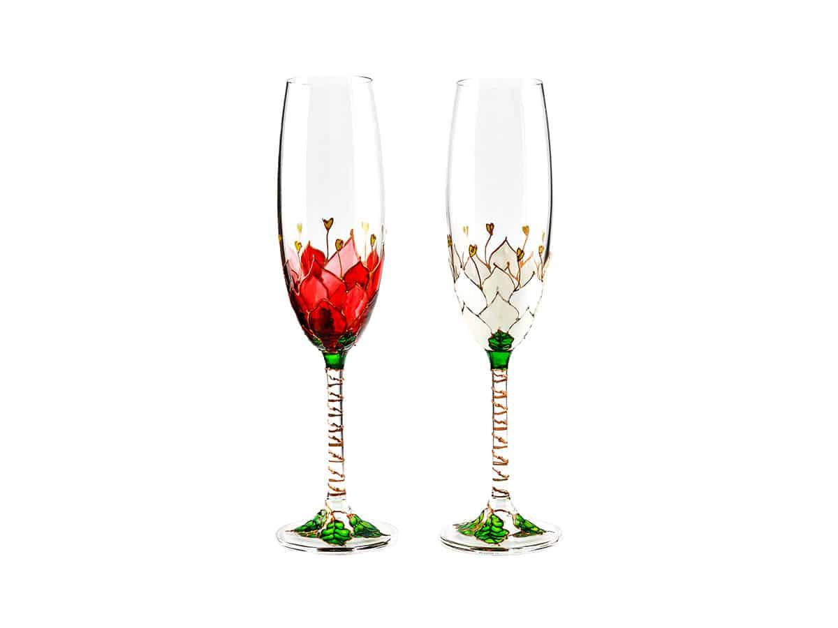 Pahare nunta cu trandafiri infloriti pe cupa