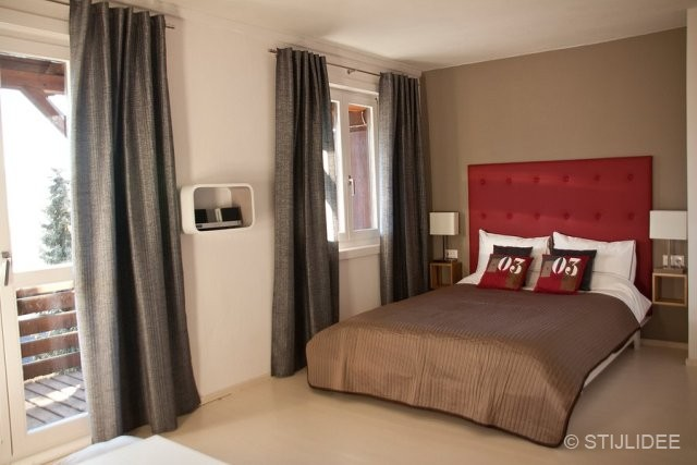 Slaapkamer Hotel Stijl : De thaise slaapkamer van het stijl tropische hotel stock