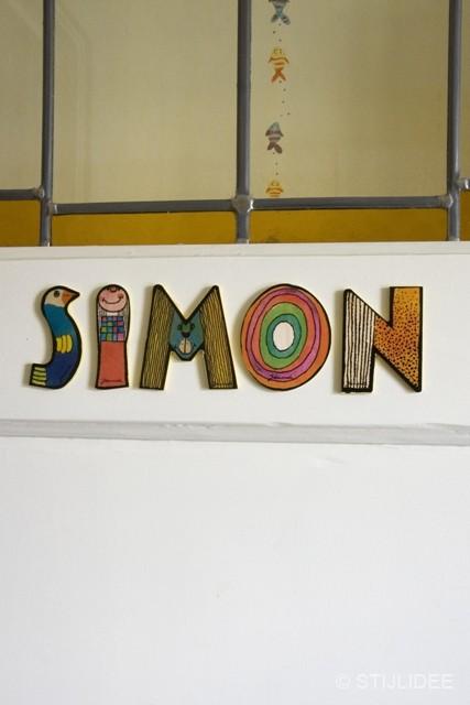 houten letters op paneeldeur na STIJLIDEE Interieuradvies en Styling