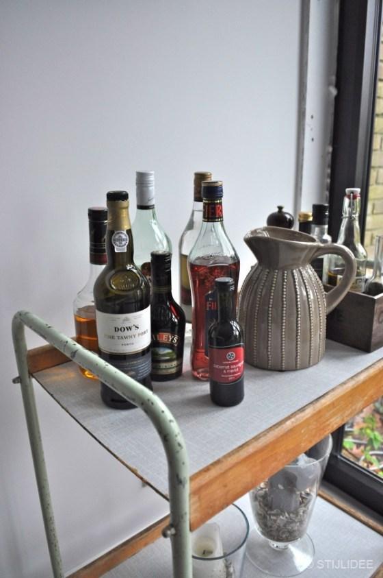 Vintage trolley met drankflessen na STIJLIDEE Interieuradvies en Styling