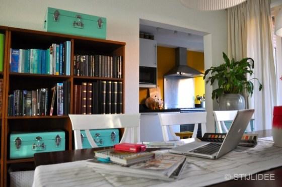 Werkplek en gele keuken na STIJLIDEE Interieuradvies en Styling