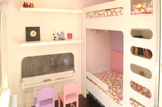 Binnenkijken In Een Roze Paarse Meisjeskamer Met Stapelbed