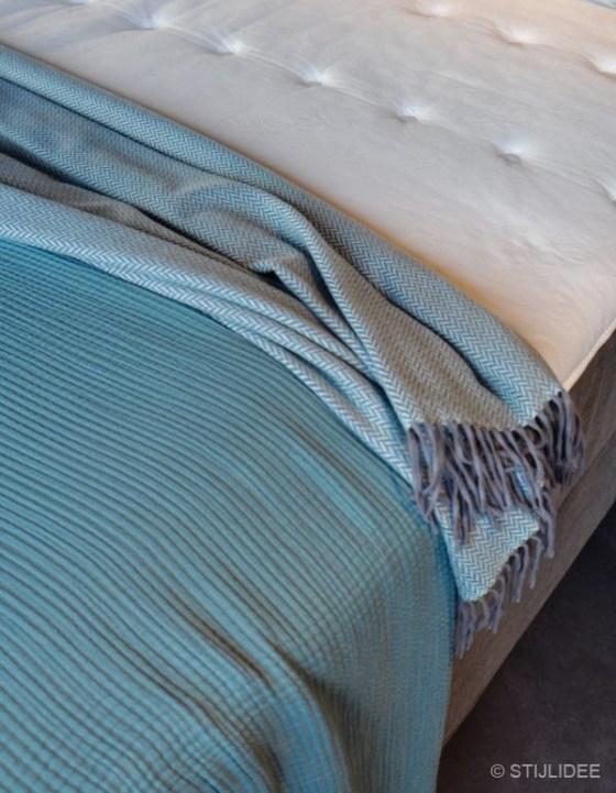 Slaapkamer inspiratie in modern-klassieke en landelijke stijl bij .. Nelson Beds | Fotografie: STILIDEE Interieuradvies en Styling