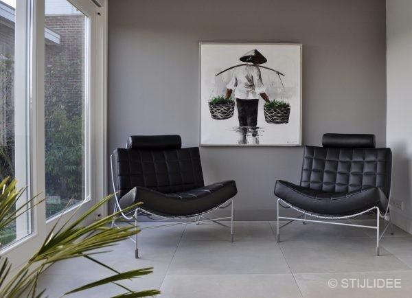 Binnenkijken in een woonkamer en keuken in moderne design